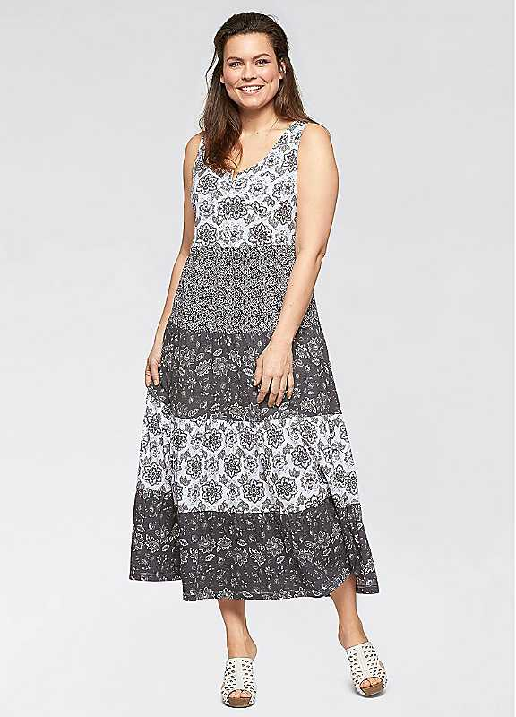 Plus Size Tiered Jersey Maxi Dress in Grey Print size 2628